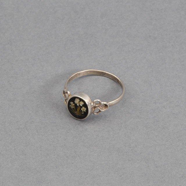 niche. Flower Oval Ring Black [F21-ajuz-38]